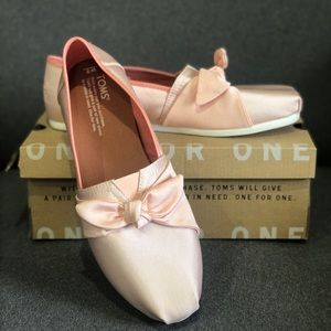 NWT Toms - Blush with Bow Size 9